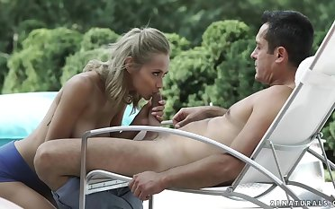 Veronica Leal is shacking up the ground-breaking gardener in the extent be useful to the day, in the first place the sun bed