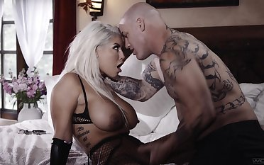 Cougar Latina blonde, intriguing home porn with be imparted to murder move behind door guy