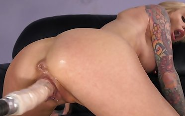 Fun with mating machine drives inked MILF on extremist level of awe