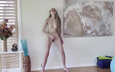 Guy films the skinny stepmom giving excited pussy pleasure