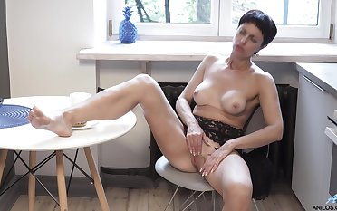 Homemade amateur video be proper of solitary mature Daryna playing anent the kitchen