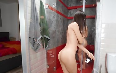 One young hotties decided to take a hot shower draw up