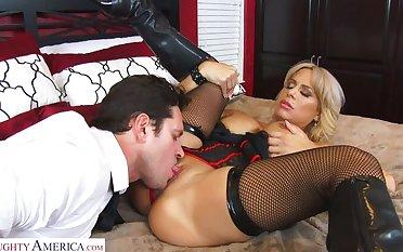 Alyssa Lynn gets a big cock creampie