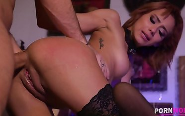 Squirting Witch Veronica Leal tush fucked by witch hunter to the XXXtream GP1009