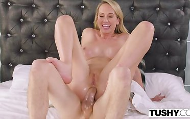 Kinky Blonde Squirts from Deep Anal
