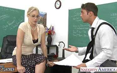 Despondent big breasted blonde is fucked categorically hard sideways relevant on the table