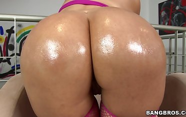Big butt Latina Cielo opens her legs roughly be fucked balls bottomless gulf