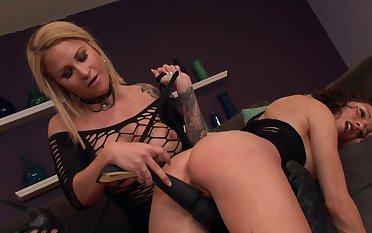 Kinky lesbian foreplay with Daisy Monroe and slutty Lynn Vega