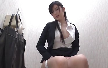 Solo model playing with the brush cunt in the WC - Seino Iroha