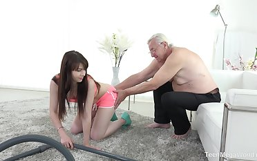 Luna Antagonist fucks older alms-man after a blowjob like no one before