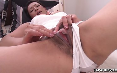 Japanese mature brunette, Rei Kitajima is mastu