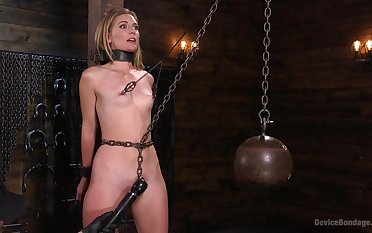 Serious lovemaking machine and strong cum are favorite things for Mona Wales