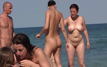 Nudist friens at rub-down the beach