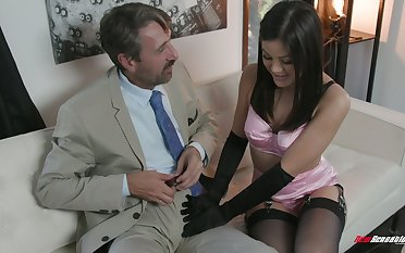 Crestfallen kept woman Kendra Spade gives a blowjob and gets will not hear of bombshell nailed