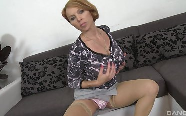 After fingering and blowing Veronica Bella is preparing to jump overhead hard penis