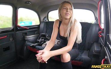 Karol Lilien likes when a stranger cum on her cunt after hard sex